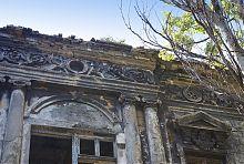 Декор центрального фасаду палацу Регіра в Маріуполі