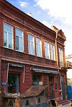 Центральний фасад бильярдной Михайловского в Мариуполе