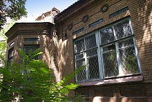 Эркер центрального фасада мариупольского дома Нильсена