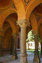 Колоннада семинарского корпуса митрополитской резиденции