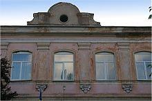 Портал центрального входу Маріїнської гімназії