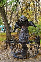 Кузнец-гидралиск в Парке кованых фигур Донецка