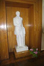Скульптура Пирогова в винницком музее