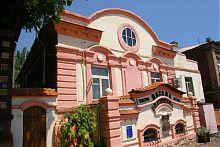 Бывший дегустационный зал купца Рябинкина в Мариуполе