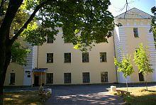 Центральний фасад палацу Грохольських в П'ятничанах