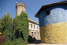 Вежа-павільйон і водокачка палацового комплексу в П'ятничанах