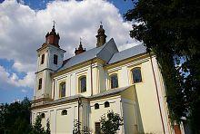 Південний фасад костелу Святої Трійці в Богородчанах