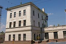 Західна прибудова-вежа вокзалу в Чернівцях