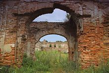 Вход в замковую часовню Заславских в Изяславе