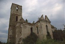 Південний фасад фарного костелу в Ізяславі