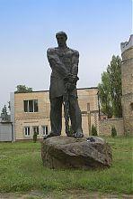 Пам'ятник Устимові Кармелюку в Летичеві