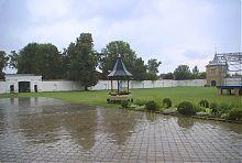 Монастырский двор санктуария Летичевской Богородицы