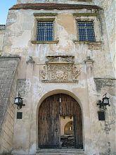 Центральные врата замка Олеско