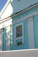Святые образа центрального фасада требуховской церкви
