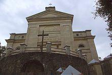Центральний фасад Доротинського костелу в Славуті