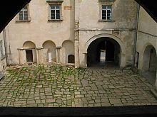 Внутренний дворик замка Олеско