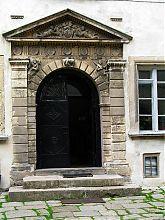 Центральный вход в музейные помещения замка Олеско