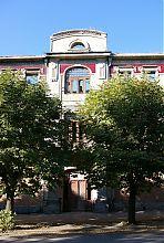 Верхній ярус порталу центрального входу готелю Регіна
