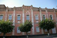 Центральний фасад уманського музичного училища