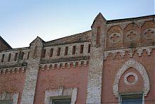 Завершення центрального фасаду училища
