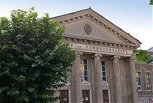 Колонний портик будівлі колишнього військового собору Умані