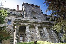Парковий фасад палацу Ксідо у Хмільнику