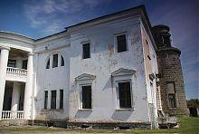 Кутовий ризаліт парадного фасаду палацу в Хмільниці
