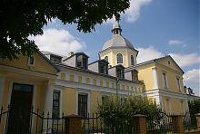 Дворовий фасад колишньої школи василіанського ордену в Барі