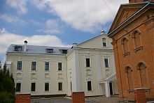 Центральний фасад монастирського корпусу в Барі