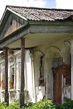 Ганок центрального входу будинку Коцюбинського в Барі
