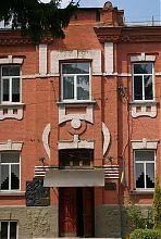 Ризаліт порталу центрального входу Барського реального училища
