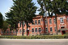 Центральний фасад колишнього Барського реального училища