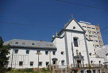 Центральний фасад капуцинського монастиря у Вінниці