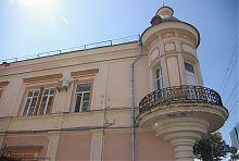 Дом с эркером по Кропивницкого 2