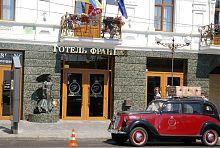 Центральный вход отеля Франция в Виннице