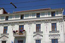 Лепной декор центрального фасада винницкой Франции