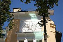 """Барельєф """"Полювання Діани"""" на фасаді будинку Вілінського"""