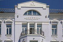 Завершення центрального ризаліту колишнього готелю Франсуа