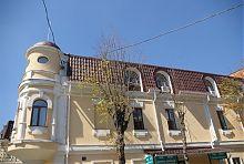 Східний фасад маєтку Кумбарі в Вінниці