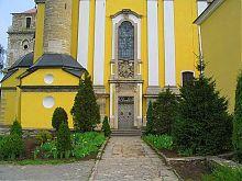 Центральний вхід кам'янець-подільського кафедрального собору св. Петра і Павла