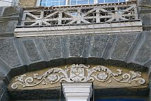 Герб Вінниці на будівлі колишньої міської думи