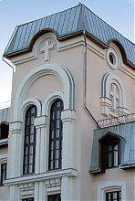 Ризаліт центрального входу конгрегації дочок милосердя в Вінниці