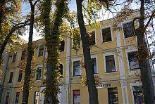 Центральний фасад колишніх канцелярії та архіву Вінницького реального училища