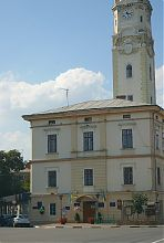 Південно-східний фасад будівлі магістрату в Снятині