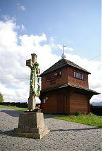 Дзвіниця-музей та уклінний хрест ворохтянської церкви