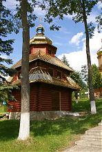 Стара дзвіниця колишньої церкви Петра і Павла (Різдвяно-Богородицька) у Ворохті
