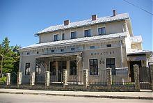 Центральний фасад реколекційного будинку в Надвірній