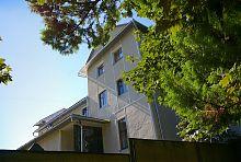 Внутрішній фасад реколекційного будинку в Надвірній