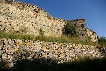 Південно-східна стіна куропатвівського замку в Пніві