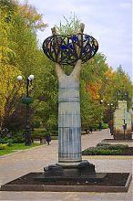 Скульптура Дерево життя донецького бул. Пушкіна
